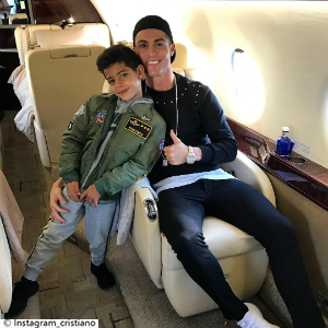 Little Post_Promi Eltern Cristiano Ronaldo Flieger